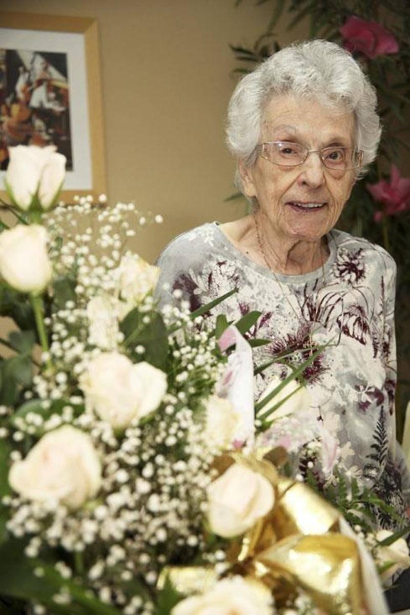 Françoise Lascelle Desmarais a fêté ses 100 ans le 13 novembre, à la Résidence Sainte-Marthe, en compagnie des résidents, de sa famille ainsi que de quelques dignitaires. Ce fut une très belle fête remplie d'émotions.