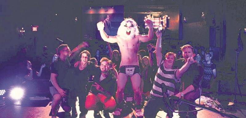 The Rock Show promet non seulement une soirée nostalgique et festive, mais aussi une animation mémorable de la part de « Janot le Punk ». Photo courtoisie