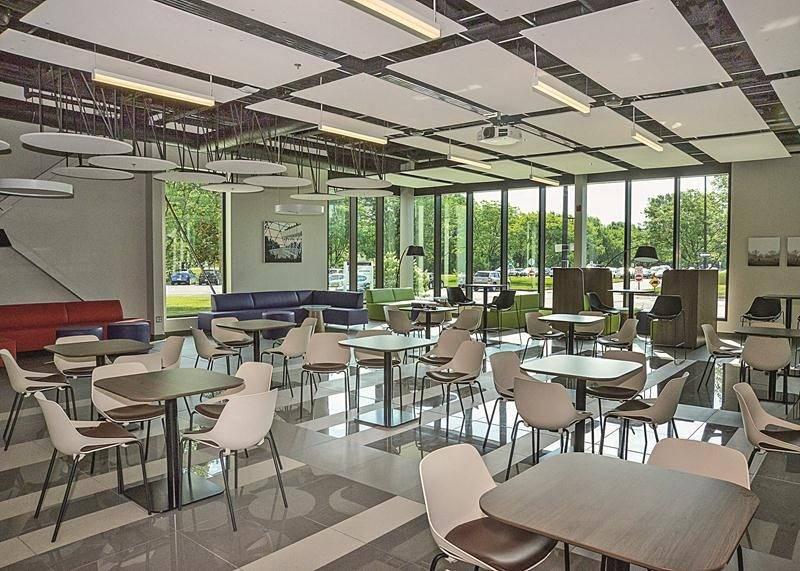La salle au rez-de-chaussée peut accueillir 128 personnes assises.  Photo François Larivière | Le Courrier ©