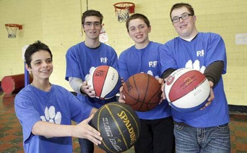 Dany, Hervé, Maxime et Antoine sont parmi les élèves de l'école René-Saint-Pierre qui participeront au Défi sportif en avril.