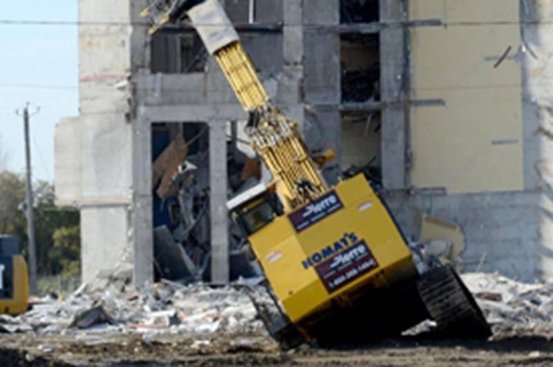 Une fin de démolition spectaculaire