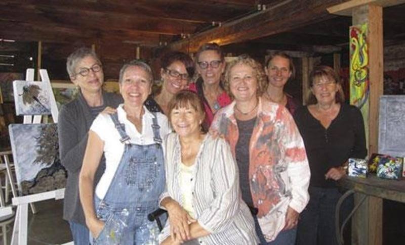 Le 5 septembre a eu lieu le lancement du circuit « D'un(e) artiste à l'autre » au Magasin Général Upton. Les huit artistes peintres de ce circuit étaient au rendez-vous. L'atmosphère était à l'échange et une belle complicité s'est développée de part et d'autre. Bref, un événement à renouveler pour l'an prochain. Sur la photo, de gauche à droite : Denise Campillo, Jacinthe Labrecque, Mélanie Poirier, Lise B. Tétreault, Tina Rose Bastien, Denise Gazaille, Rytha Kesseling et Astrid Brassard.