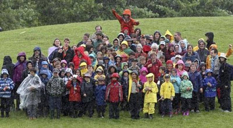 Lerallye castor de l'Association des Aventuriers Baden Powell s'est déroulé récemment au parc Les Salines de Saint-Hyacinthe et a réuni plus d'une centaine de jeunes castors de 7 et 8 ans, de partout au Québec sous le thème «Le monde de l'autre côté de l'arc-en-ciel ». Cette association pratique le scoutisme traditionnel depuis de nombreuses années.