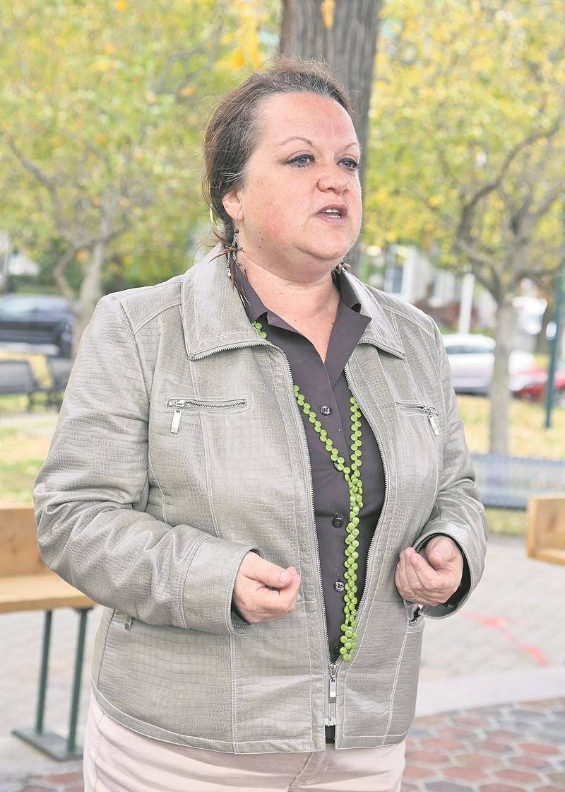 Chantal Goulet a livré mardi, au parc Casimir-Dessaulles, plusieurs éléments de sa vision de candidate à la mairie. Photo Robert Gosselin | Le Courrier ©