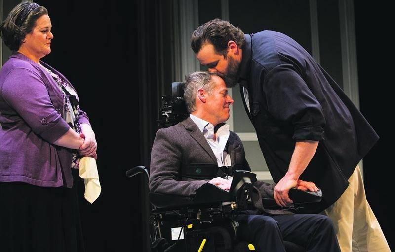 Les comédiens Michelle Labonté, Luc Guérin et Antoine Bertrand ont livré une touchante performance lors de la première médiatique des Intouchables, le 26 mars. Photo François Laplante Delagrave ©