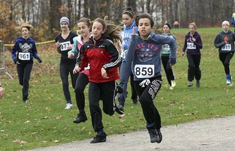 Les filles du secondaire en pleine course.