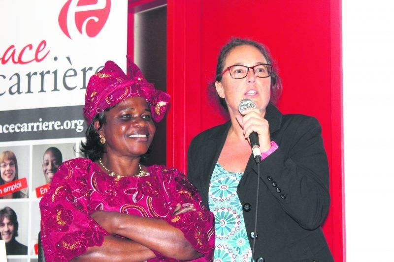 Sur la photo, de gauche à droite: Émilienne Gontonan, ouvrière horticole au Cactus Fleuri, originaire de Côte d'Ivoire et Chantale Prévost, conseillère en développement professionnel à Espace carrière.