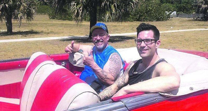 L'opération à Cuba de Jean-Guy Roy (à gauche) aurait pu virer au cauchemar sans l'intervention de son entraîneur Vincent Laurendeau. Photo courtoisie