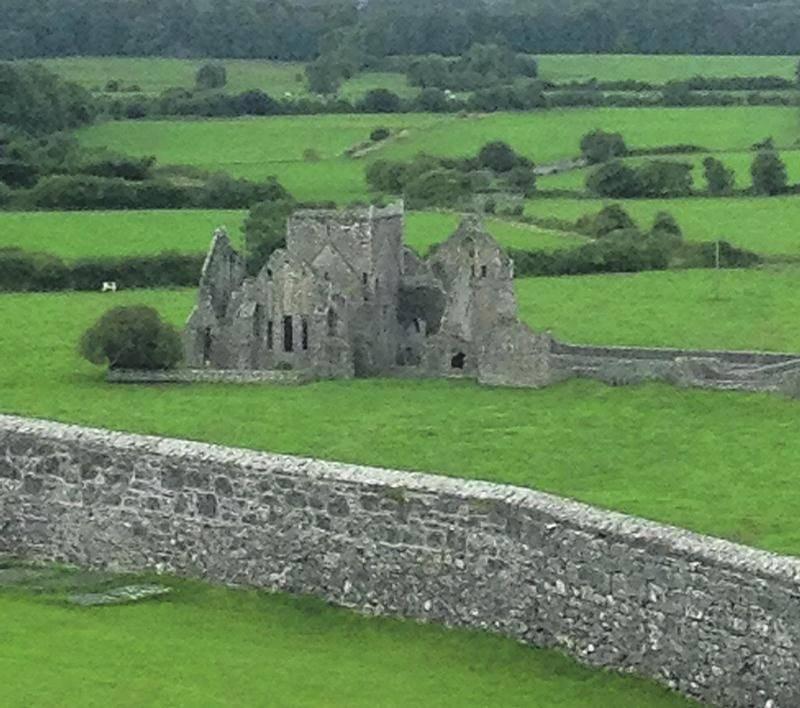 Les ruines de l'abbaye de Hore, datant du 13e siècle, ne sont qu'un exemple des traces laissées par le temps en Irlande. Photo André Morin