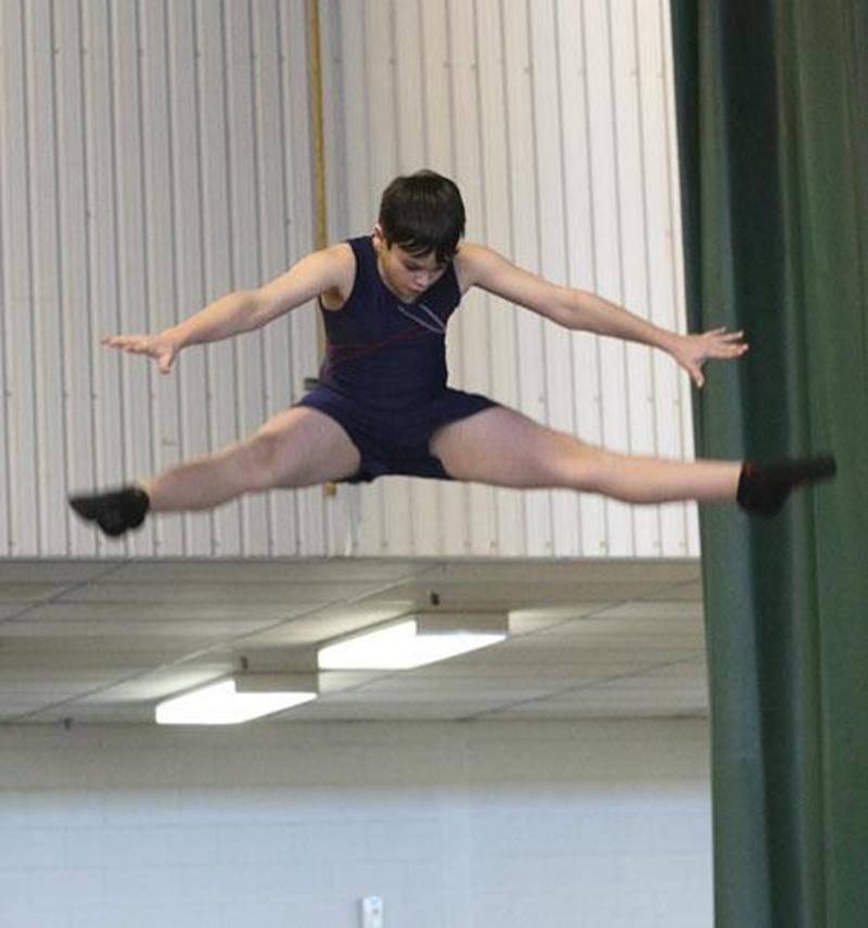 Gabriel Boily, du Club Gymnaska-Voltigeurs, a été médaillé d'or au trampoline en classe CR1 chez 11 ans et plus.