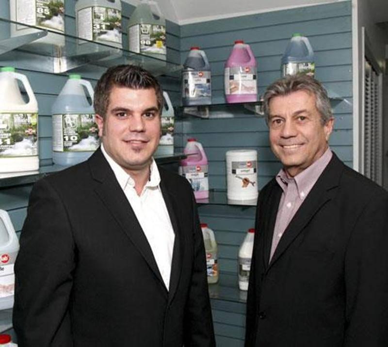 Richard Chevalier, dirigeant de l'entreprise V-TO, en compagnie de son fils Vincent.