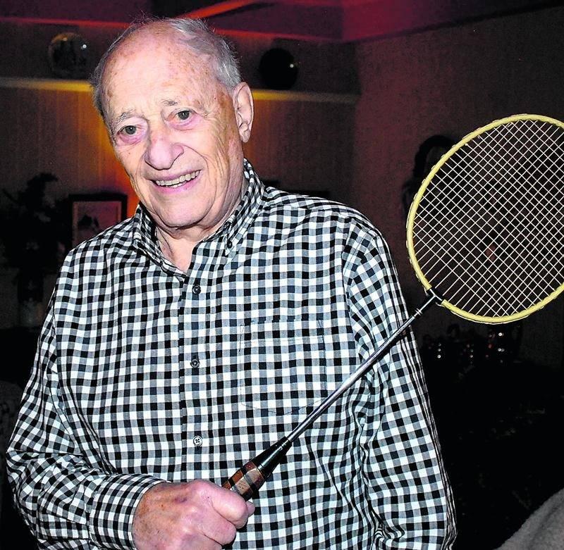Jacques Nichols, âgé de 88 ans, aurait bien aimé jouer au badminton jusqu'à 90 ans, mais son corps lui « parle fort » et il a dû l'écouter. Photo Martin Grenier
