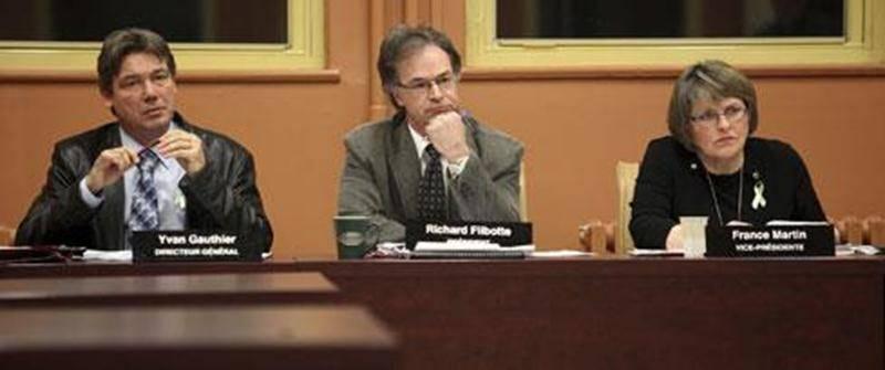 Le président de la Commission scolaire de Saint-Hyacinthe, Richard Flibotte, dénonce l'imposition d'un fournisseur unique pour l'achat de matériel informatique.