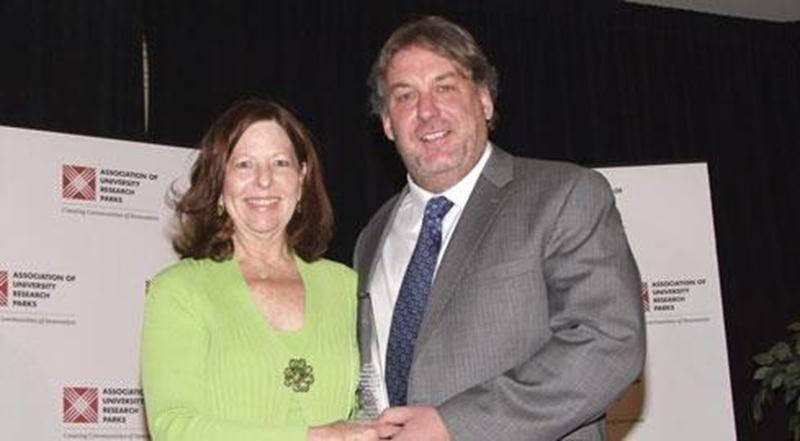 Quatre employés du CLD et de la Cité ont accompagné Mario De Tilly lors de la remise du prix de Meilleur parc technologique en émergence à La Nouvelle-Orléans à la fin de l'année 2011, mais aucun membre du c.a.