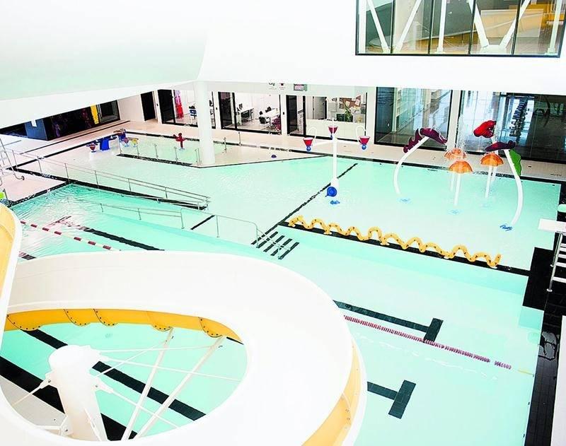En plus d'avoir intenté une poursuite de 675000$ à l'endroit des concepteurs du centre aquatique, la Ville est aussi impliquée dans une poursuite de 600000$ logée par la tutrice d'une adolescente qui s'est blessée en s'y baignant. Photothèque | Le Courrier ©