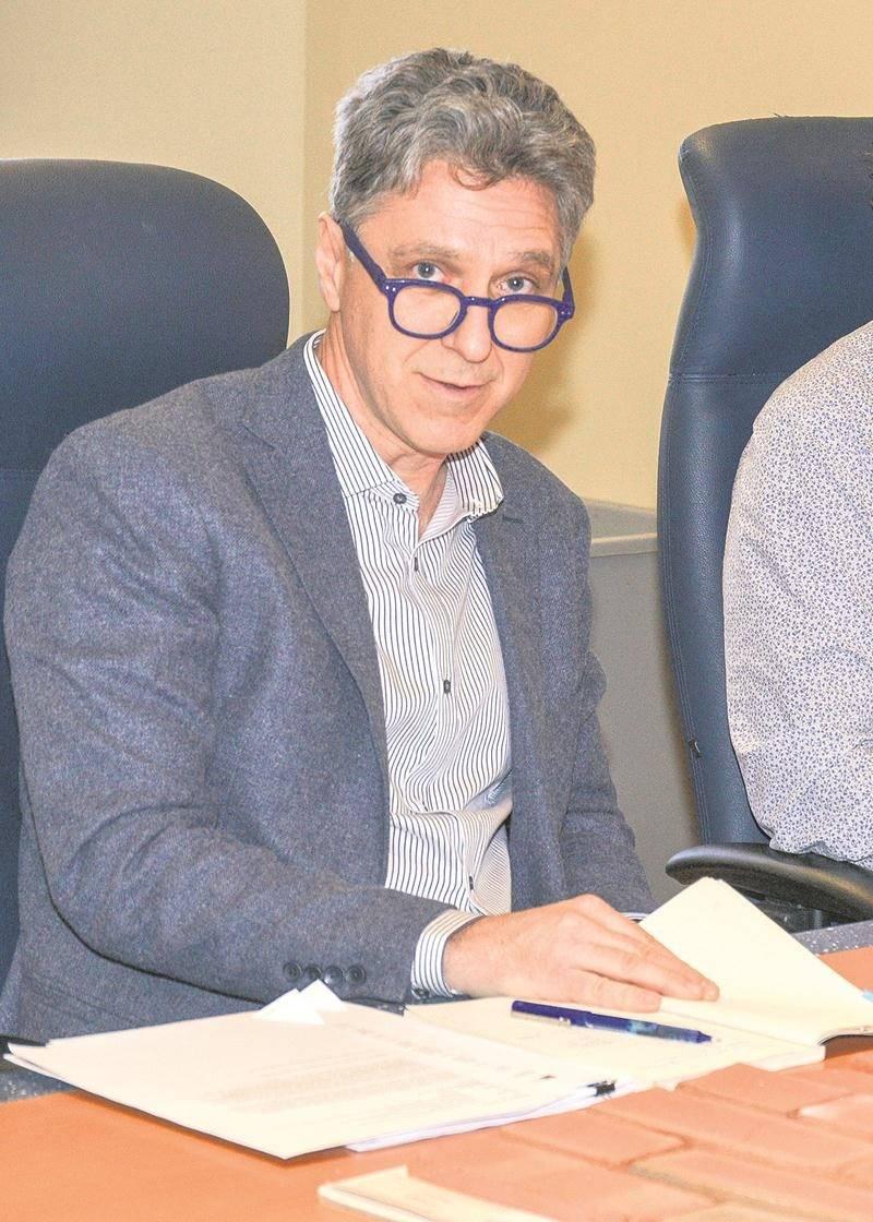 Richard de la Riva, au cours du point de presse du 14 décembre à l'hôtel de ville.   Photo François Larivière | Le Courrier ©