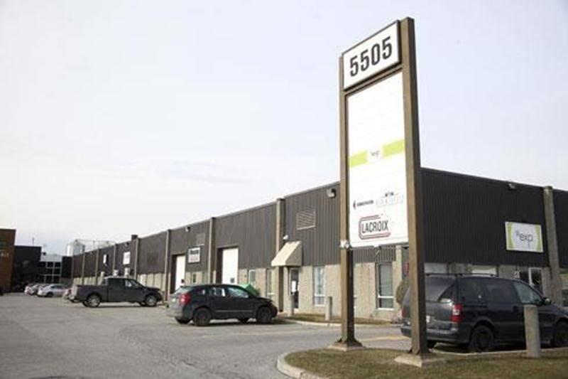 L'entreprise maskoutaine Les viandes Lacroix est en mode expansion. Une usine sera implantée dans le parc industriel Olivier-Chalifoux. L'entreprise est spécialisée dans la préparation de brochettes assaisonnées et de viande pour la fondue chinoise. Selon nos informations, la future construction devrait représenter un investissement de l'ordre de 5 M$. L'entrepreneur qui a été choisi pour bâtir l'édifice est Thomas Construction de Montréal. Fondée en 1989, le siège social de l'entreprise est sit