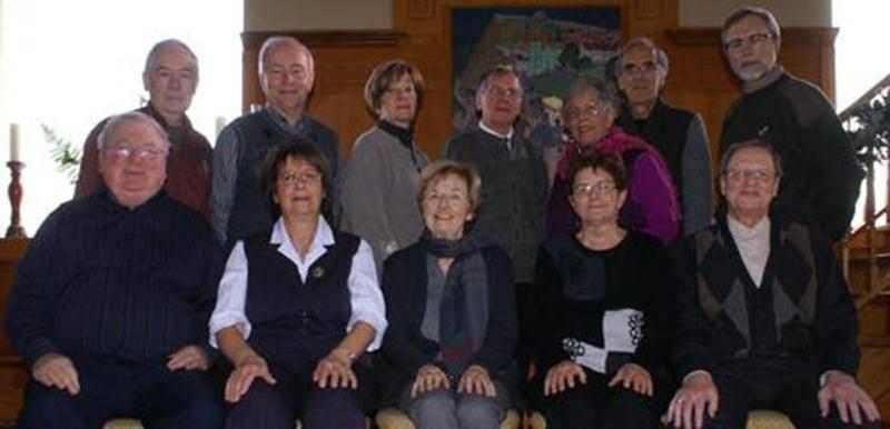 Sur la photo, on aperçoit les membres du C.A. de l'AUTAM des Maskoutains, à l'arrière de gauche à droite: Normand Lemoine, Richard Pion, Jacqueline Larivière, Marcel Beauchemin, Madeleine Saint-Pierre, François Saint-Pierre et Jean Pinard; à l'avant de gauche à droite: Marcel Fournier, Bernadette D'Amboise, Isabelle L'Heureux, Marie-Thérèse Beauchemin et Gilles Sénéchal.