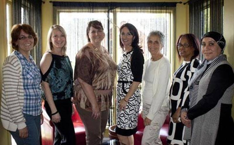 Sont présentes sur la photo : Gabriela Sandoval, Annie-Claude Trudeau, directrice des Cercles d'entraide de la Rive-Sud, Josyane Desjardins (Femmessor Montérégie), Sylvie Breton (Réseau femmes d'affaires du Québec), Gloria Rodriguez, Edeline Nelson et Amira Ferchichi.