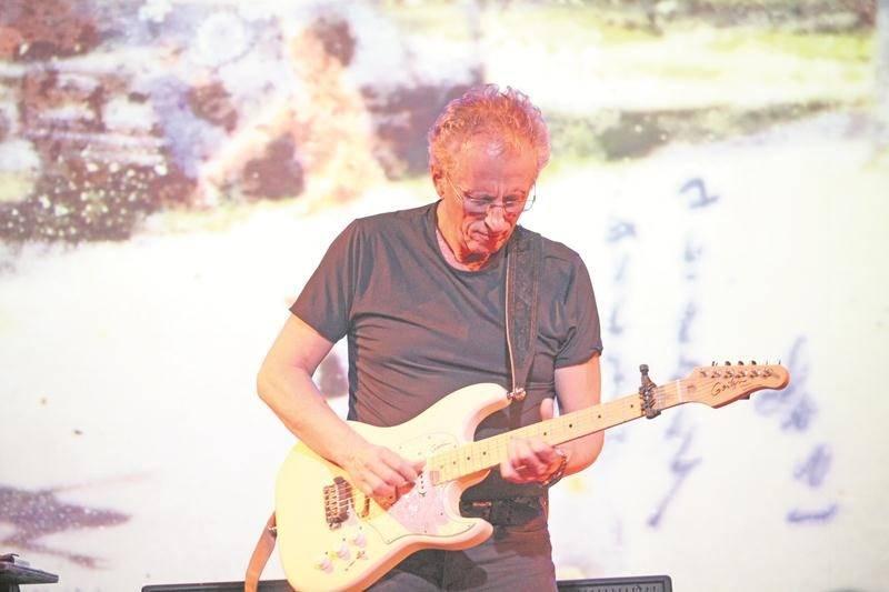 Sur scène, Michel Cusson sera seul avec ses guitares, ses pédales et une projection des images qui l'ont inspiré. Photo Olivier Dénommée