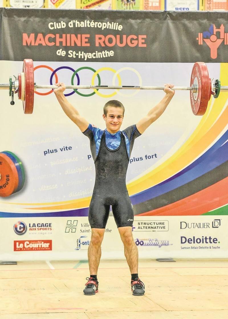 Youri Simard a battu le record québécois junior à l'épaulé-jeté chez les 56 kg, en plus d'améliorer celui qu'il détenait déjà au total. Photo François Larivière | Le Courrier ©