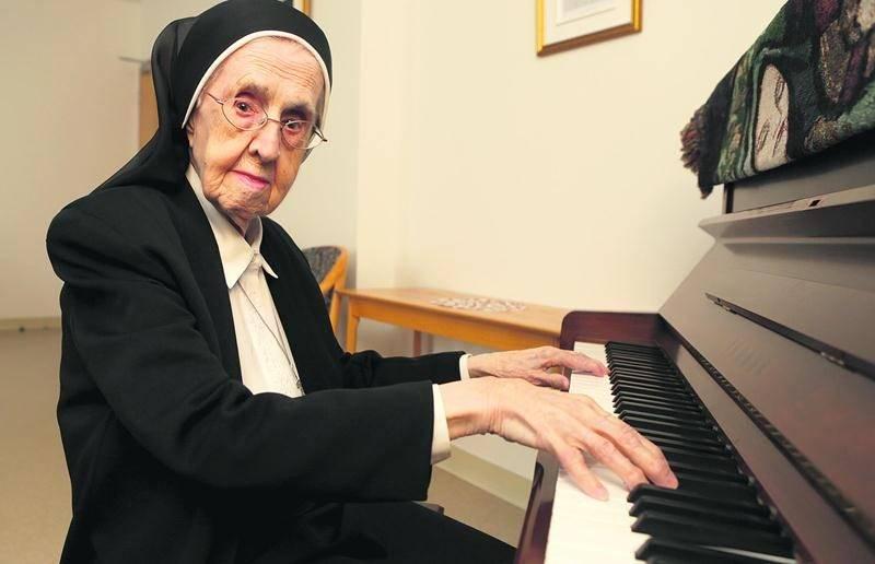 En souvenir de Sr Adrienne Mandeville, la pianiste du Bon Dieu, qui s'est éteinte le 29 décembre à l'âge de 107 ans et sept mois. Photothèque | Le Courrier ©
