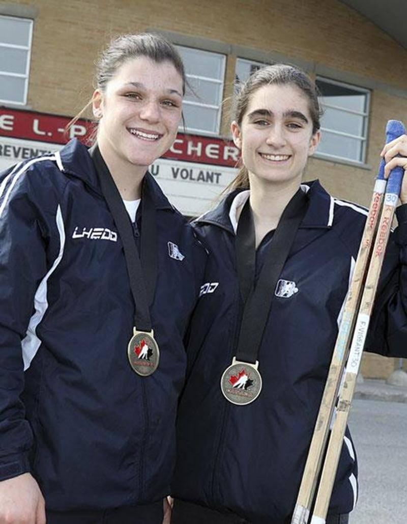 Audrey Belzile et Fanny Vigeant ont remporté l'or avec l'équipe LHFDQ Nord, représentant le Québec, à la Coupe Esso.