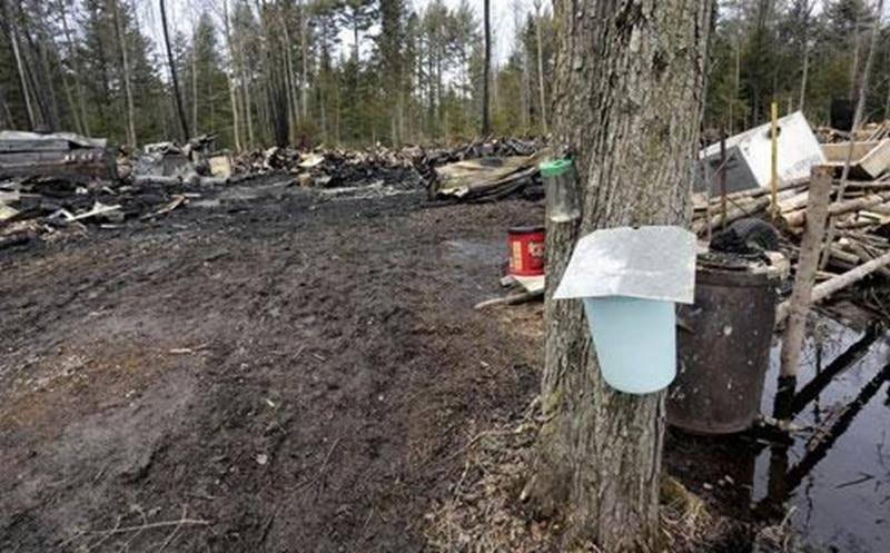L'incendie a complètement détruit la cabane à sucre, qui est une perte totale.
