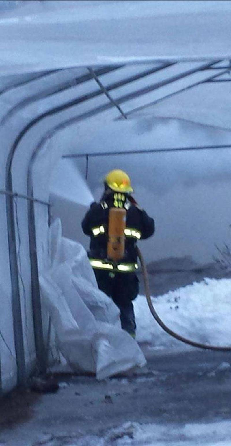 Une vingtaine de pompiers ont combattu le froid en plus de l'incendie d'une résidence à Saint-Louis.
