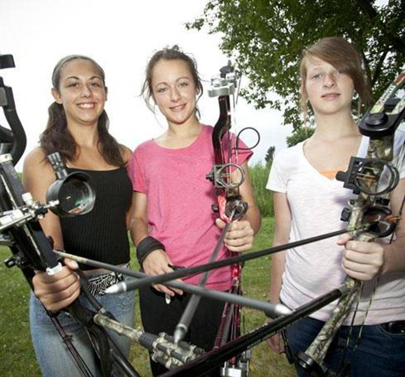 Les trois soeurs, Daphnée Beaudry, Francesca Robidoux et Audrey Beaudry, seront de la compétition de tir à l'arc aux Jeux du Québec à Shawinigan.