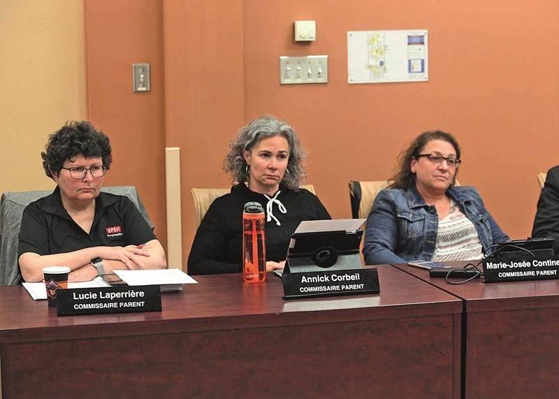 Les commissaires représentant le comité de parents paraissaient bien isolés ce mardi face à la majorité du conseil. Photo Robert Gosselin | Le Courrier ©