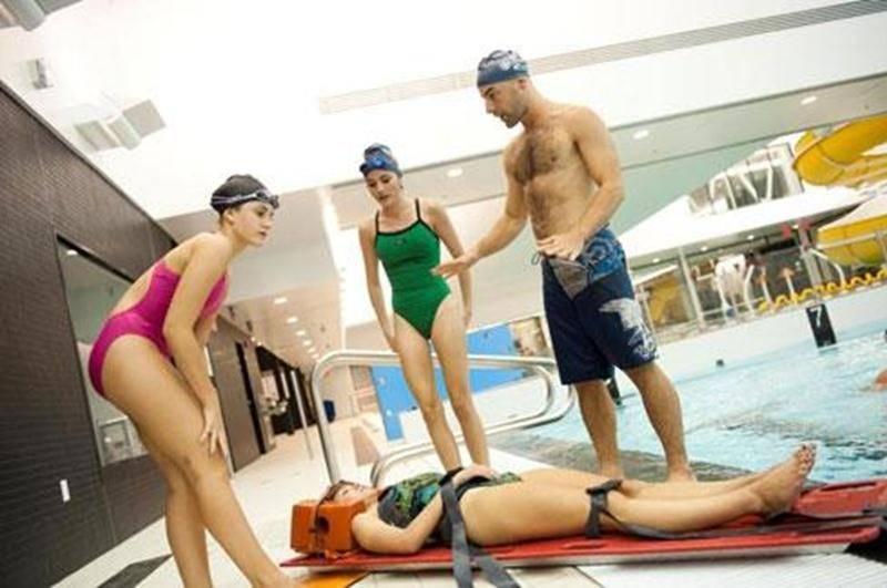 La Corporation aquatique maskoutaine informe les baigneurs que les séances de bain libre de 13 h 30 à 17 h sont annulées dans les deux bassins en raison d'une compétition de sauvetage. L'horaire régulier reprend en soirée.
