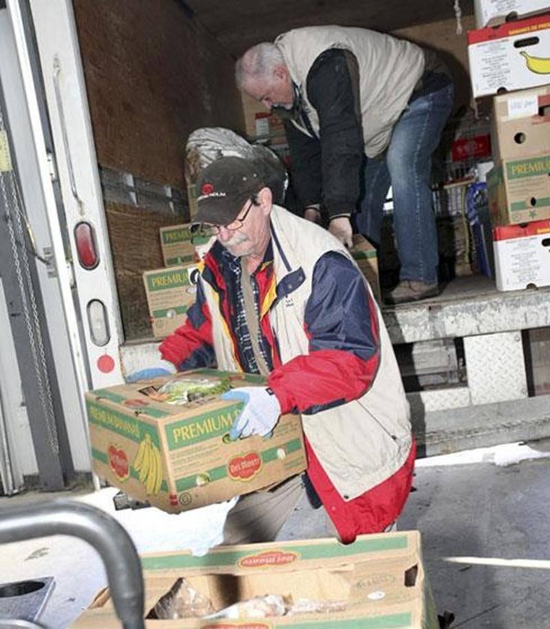 La Moisson Maskoutaine s'est fixée comme mission de coordonner et de redistribuer les denrées alimentaires recueillies vers plusieurs organismes affiliés.