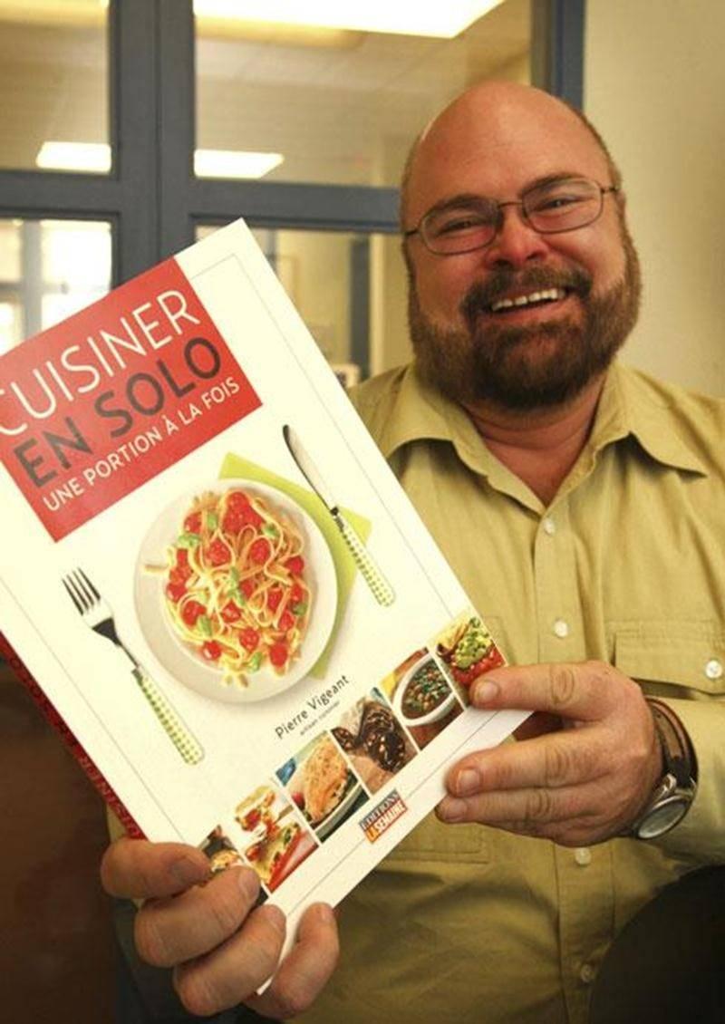 Pierre Vigeant, artisan cuisinier, a lancé son premier livre de cuisine <em>Cuisiner en solo</em>.