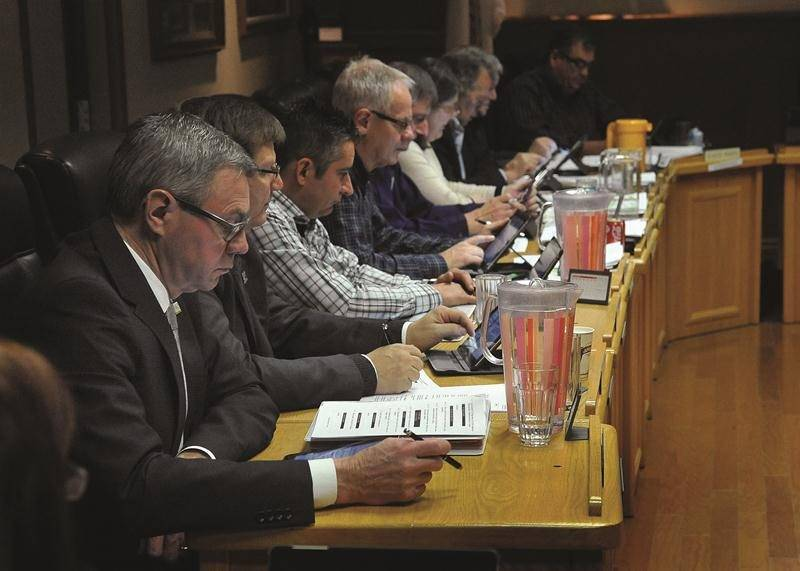 À compter de 2019, les élus municipaux et scolaires, comme les membres du conseil des maires de la MRC, devront se passer de l'exemption d'impôt fédérale sur les allocations de dépenses. Photothèque | Le Courrier ©