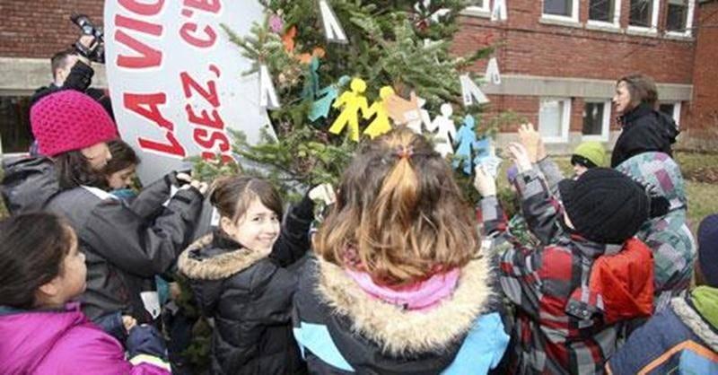 Le lancement de la campagne locale de l'Opération Tendre la main a eu lieu mardi devant le siège social de la Commission scolaire de Saint-Hyacinthe.