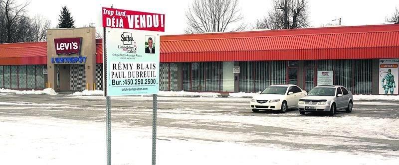 Le Groupe Lambert vient d'acquérir un vaste terrain commercial situé dans le quartier Douville. Photo François Larivière   Le Courrier ©