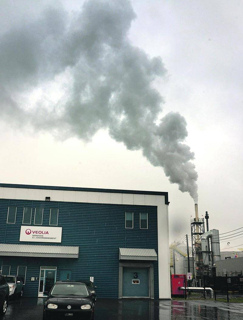De fortes odeurs émanant de l'usine de recyclage des huiles usées de Saint-Hyacinthe, propriété du géant français Veolia, ont incommodé de nombreux citoyens. Photo François Larivière | Le Courrier ©