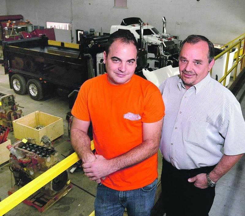 De gauche à droite, Kévin Lussier, copropriétaire de KC Diesel et Jean-Guy Dubé, propriétaire de la bâtisse où loge l'entreprise industrielle. Photo François Larivière | Le Courrier ©