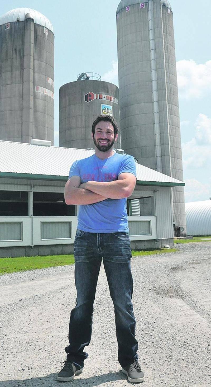 Michaël Gilson, producteur laitier à Upton, pourrait participer à la prochaine saison de L'amour est dans le pré à V.