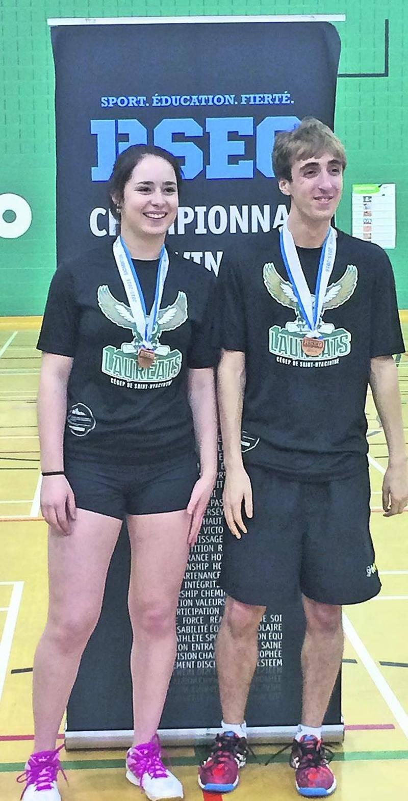 Les Lauréats ont pu compter sur Félix-Antoine Vadnais et Kim Lavallée pour monter sur le podium au championant provincial collégial de badminton. Photo Courtoisie Cégep de Saint-Hyacinthe