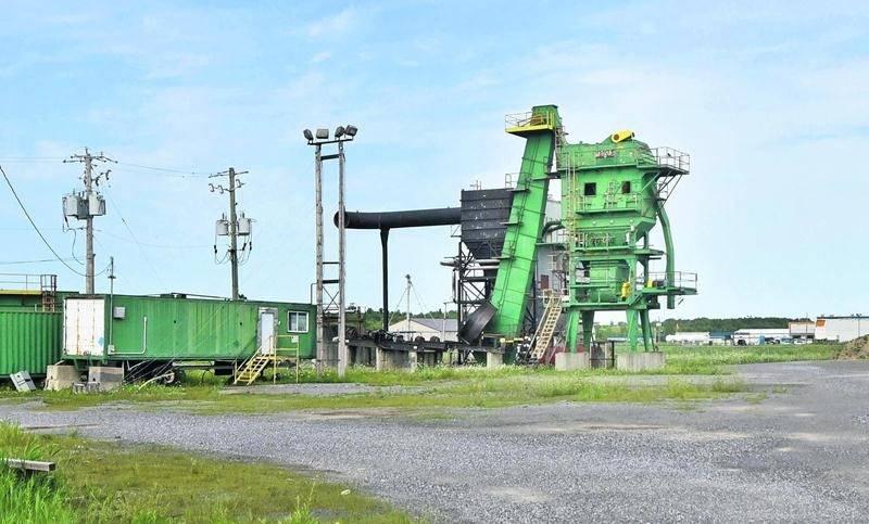 Propriété de Pavage Maska, ce terrain industriel où est installée une ancienne usine d'asphalte vient d'être vendu au Groupe JEFO.  Photo François Larivière   Le Courrier ©