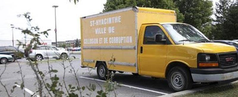 Le Maskoutain Roger Guignard a apposé sur sa fourgonnette un message provocateur envers la Ville de Saint-Hyacinthe.