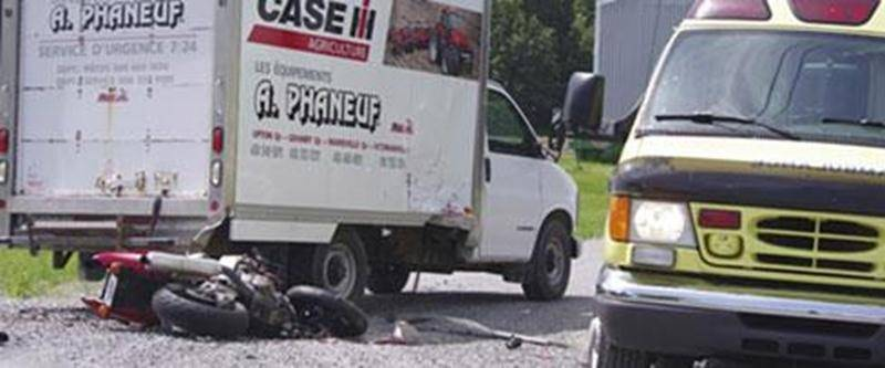Un motocycliste maskoutain de 26 ans n'a eu aucune chance dans un accident routier impliquant un camion cube à Saint-Liboire.