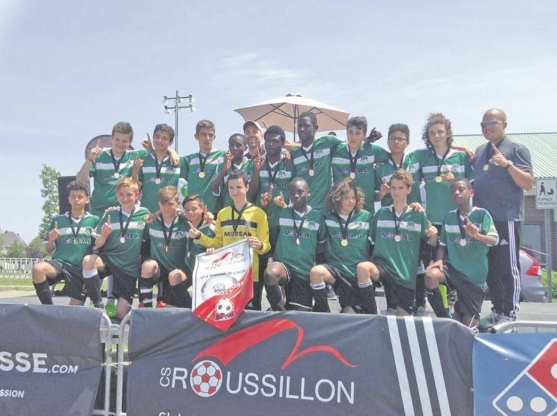 Le FC Saint-Hyacinthe vert U14 a remporté les quatre tournois auxquels il a participé cet été, dont le tournoi du Roussillon (sur la photo). Photo Courtoisie