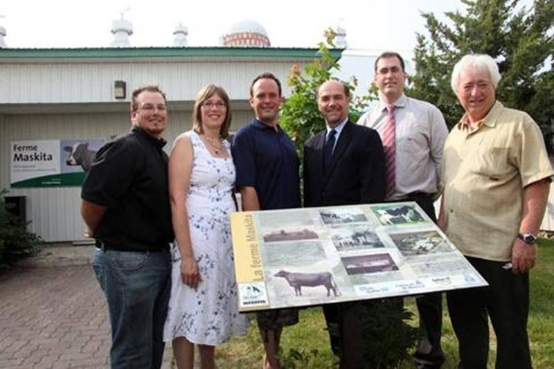 Une plaque commémorative a été réalisée à l'occasion du centenaire de la ferme-école Maskita.