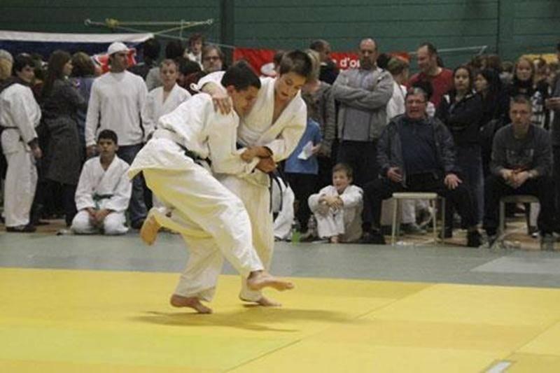 Émile Charbonneau (à droite) a remporté sa finale en classe U17.