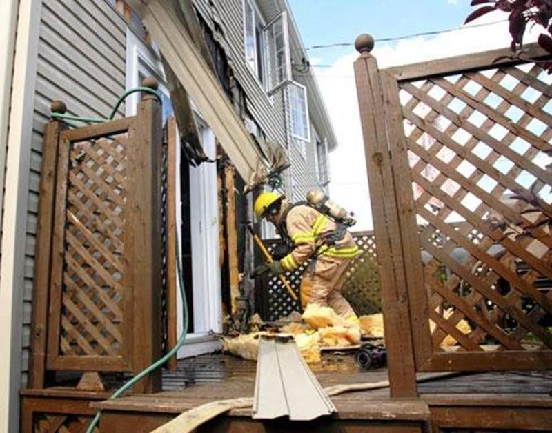 Les dommages ont été limités par l'intervention rapide des voisins, puis des pompiers qui ont pris la relève.