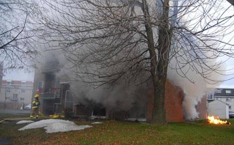 L'incendie s'est rapidement propagé dans l'édifice.