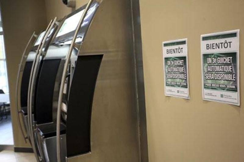 Les clients de la Caisse Douville seront heureux d'apprendre qu'un troisière guichet automatique sera bientôt installé.
